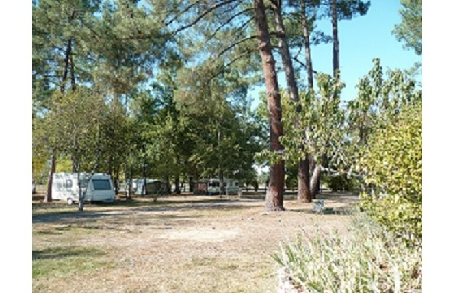 Camping le Chêne du Lac 2 - Bayas