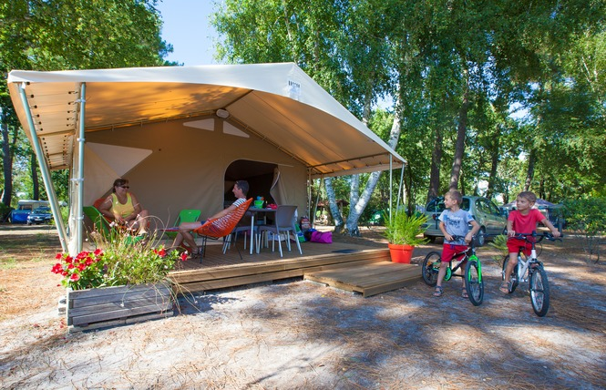 Camping Les Ourmes 17 - Hourtin